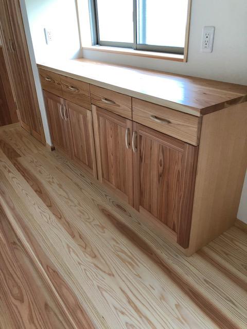杉板一枚板天板食器棚(耳付き)